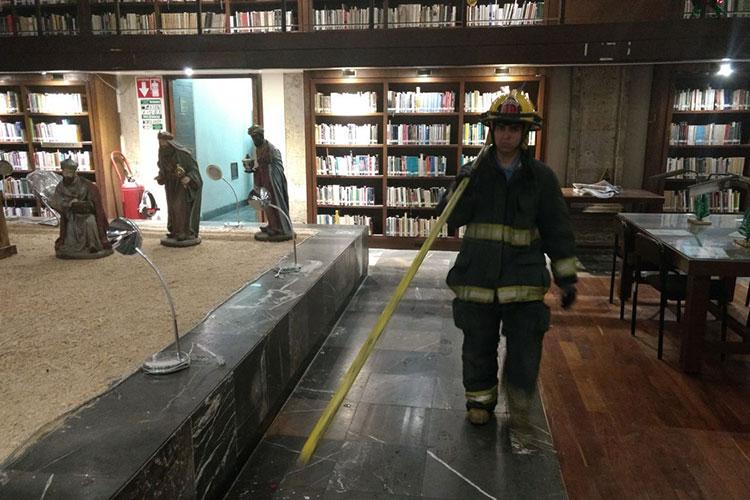 Roban y provocan incendio en la Biblioteca Iberoamericana Octavio Paz