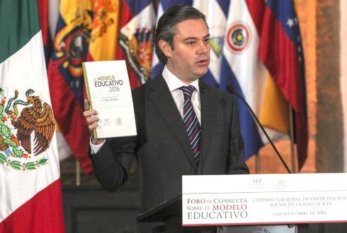 Alista SEP el cese de mil 600 maestros faltistas en Oaxaca