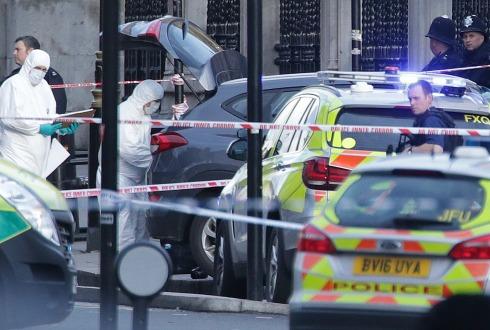 Un sospechoso sigue bajo custodia por ataque en Londres