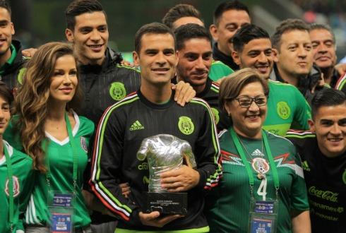 México líder en Concacaf; vence a Costa Rica
