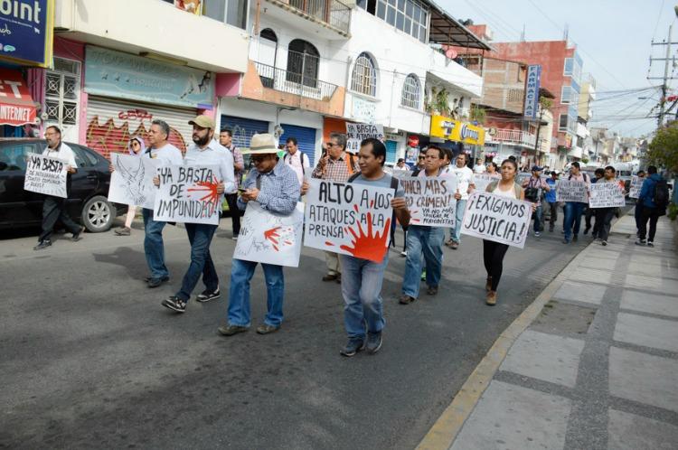 Otro periodista asesinado en México; el cuarto en un mes y medio