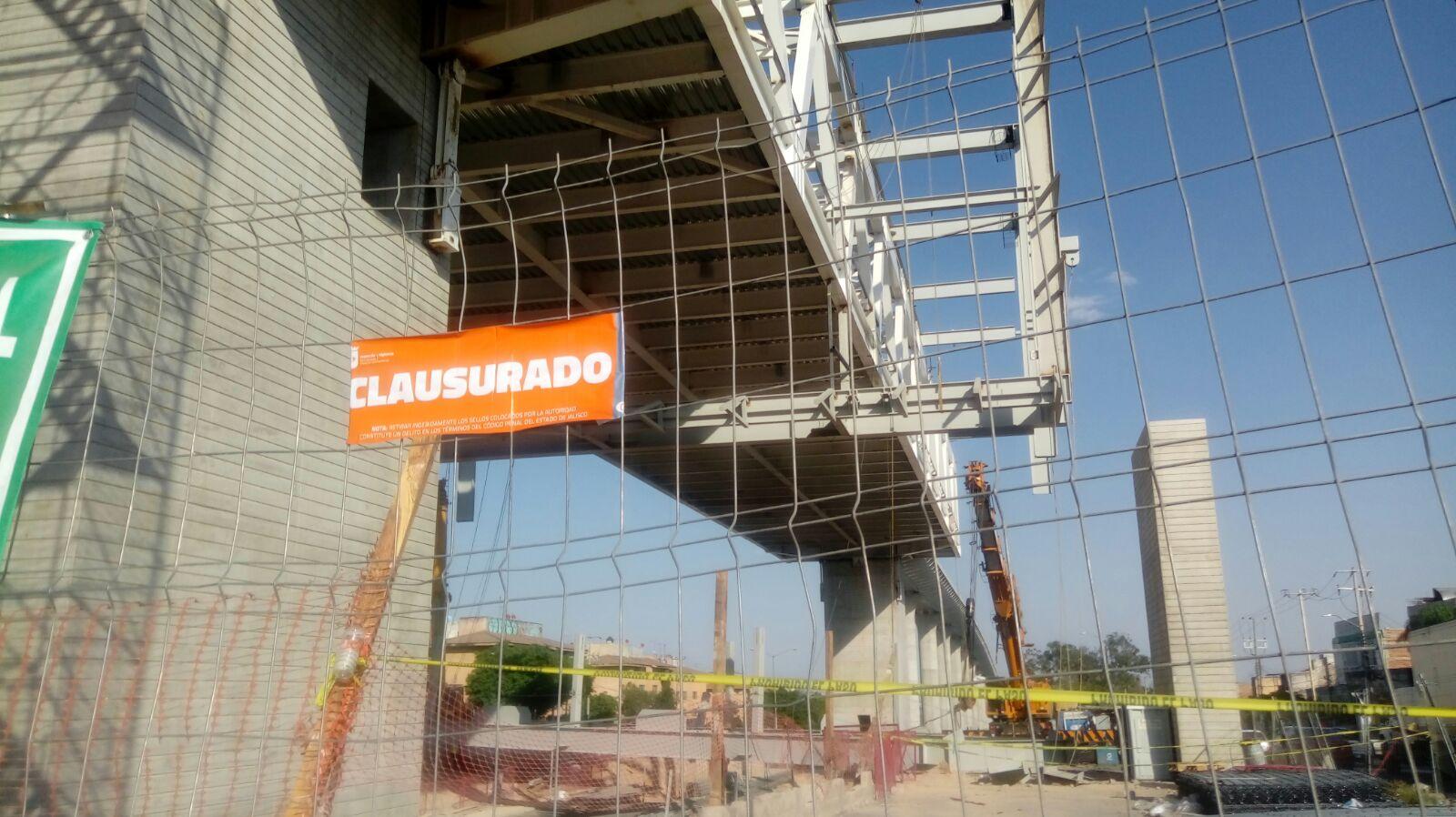 Cae estructura de 60 toneladas en Jalisco y deja cinco heridos