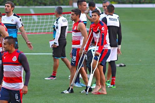 Chivas pierde a Zaldívar y Pizarro por un mes