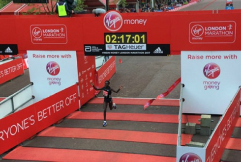 Kenianos Mary Keitany y Daniel Wanjiru ganan Maratón de Londres