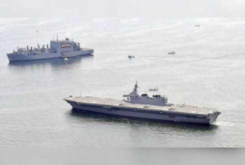 Japón envió su buque más grande para escoltar un barco estadounidense