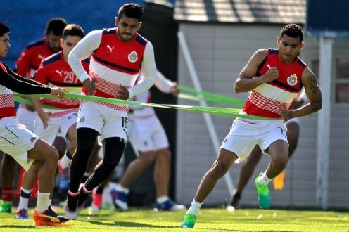 Chivas mete el primero en el Clásico y camina hacia las Semifinales