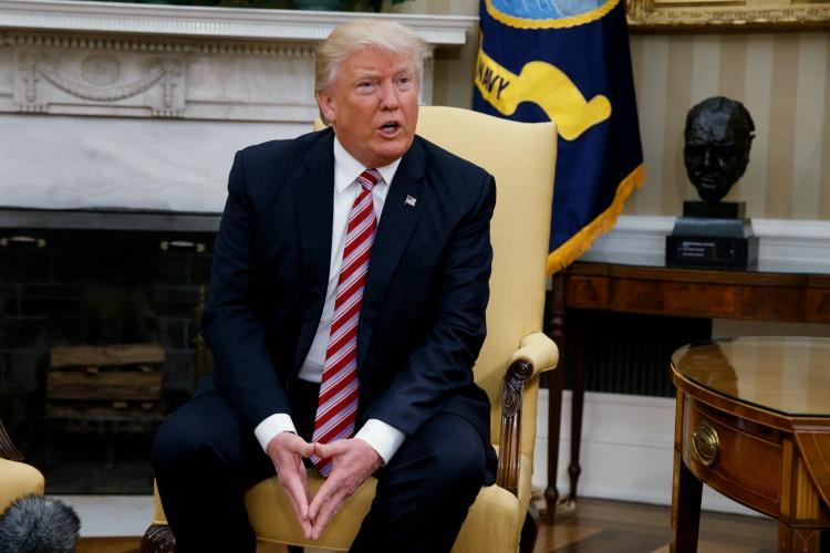 Trump en nueva confrontación con los medios de prensa de EE.UU