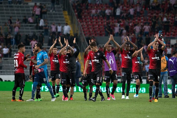 Atlas acusó de racismo a aficionados de Chivas