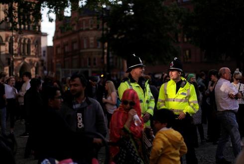 Desalojan una zona de Manchester en relación con el atentado tras concierto
