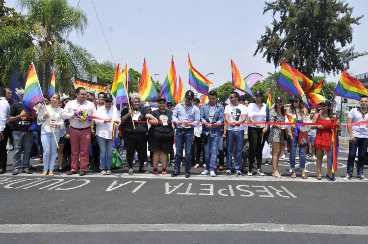 Inaugura gobernador en Jalisco, marcha gay