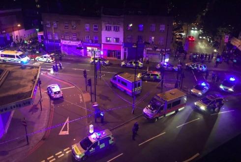 Vehículo arrolló a varios peatones en Londres