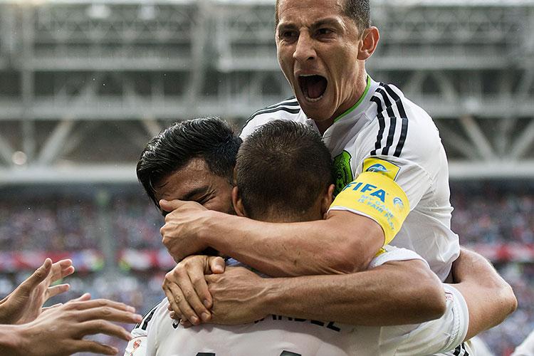 Chicharito Hernández marcó de cabeza el empate de México ante