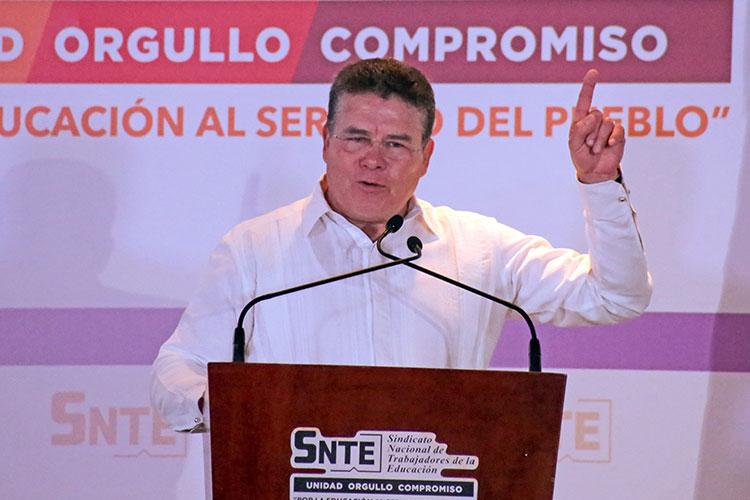 Líder del SNTE es denunciado por falsedad de declaraciones en caso Gordillo