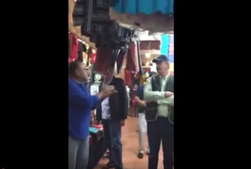 Hombre se enfrenta a Vicente Fox; Lástima que te sigamos manteniendo