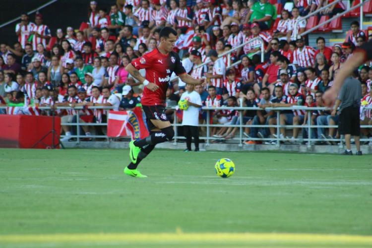 Chivas sigue sin levantar en pretemporada y pierde Clásico Tapatío