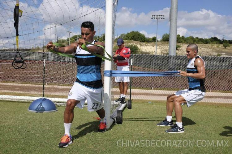 Chivas termina sin victorias sus encuentros de pretemporada en EU