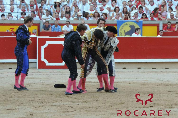 Torero peruano Roca Rey herido tras recibir cornada en España