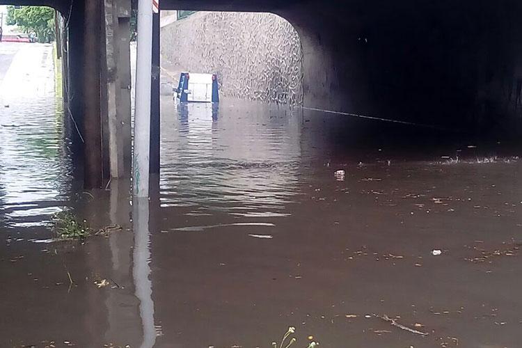 Tormentas en Guadalajara inundan diversos pasos a desnivel en la ciudad