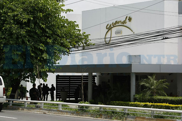 Hijo de Raúl Flores se ampara para no ser detenido