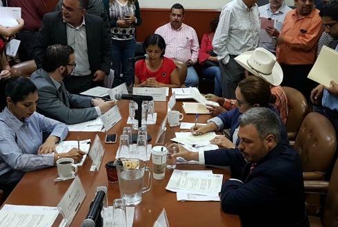 Sexting y retos suicidas podrían considerarse como delitos en Jalisco