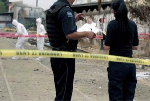 Secuestran a 5 policías en Salamanca; hallan a 3 sin vida