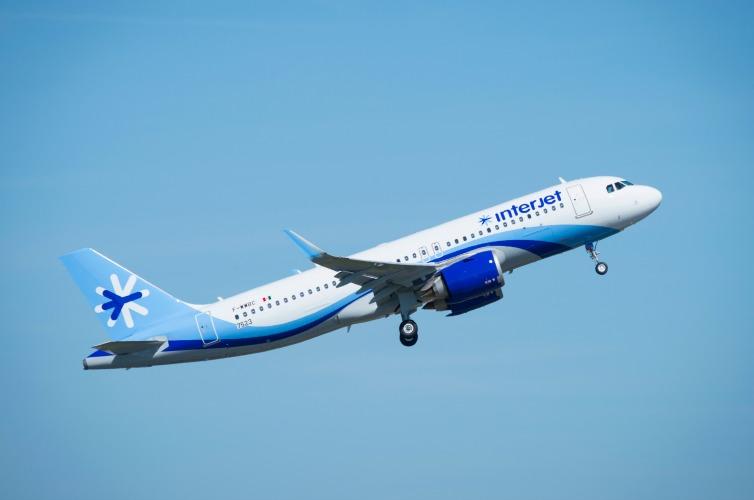 Volaris cancela vuelos por huracán