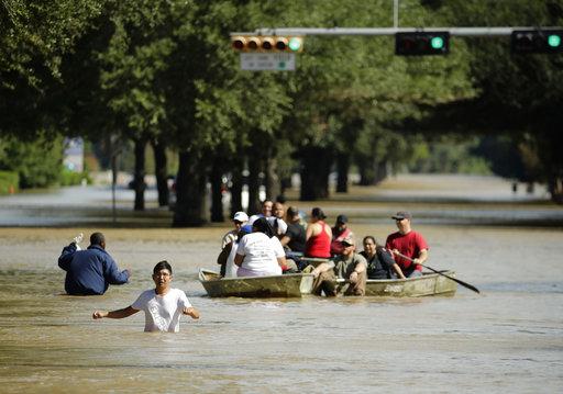 Crece el riesgo sanitario tras el paso del huracán Harvey — Texas
