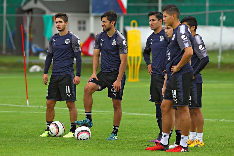 Chivas se impone 3-1 a Pachuca, inoperancia tuza