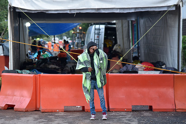 Se suman constructores a labores de rescate en entidades afectadas por sismo