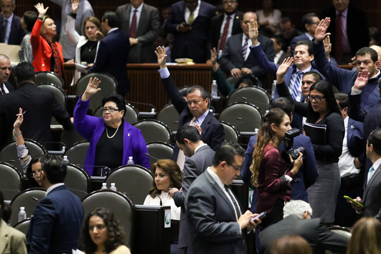 Recibe Margarita Zavala constancia de aspirante a candidata independiente