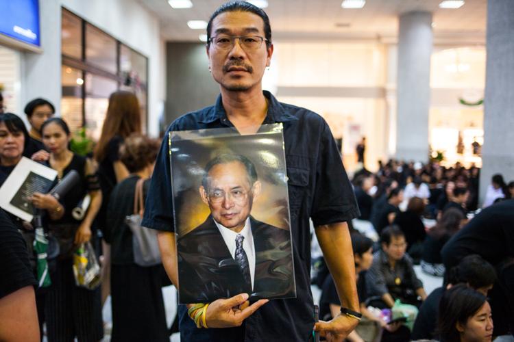 Tailandia despide al rey Bhumibol en gran ceremonia