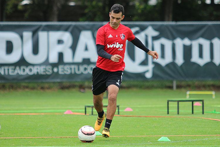 Rafa Márquez podría regresar esta noche ante Chivas