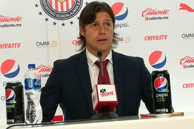 Asegura Pizarro que su torneo con Chivas es para reprobarlo