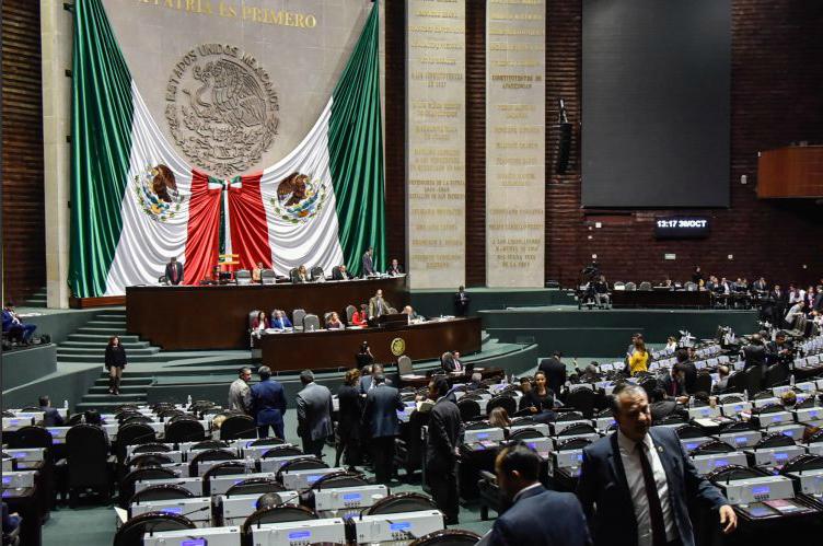 Defiende Camacho Quiroz a diputadas: no gritaron 'eh, puto', sino 'bruto'