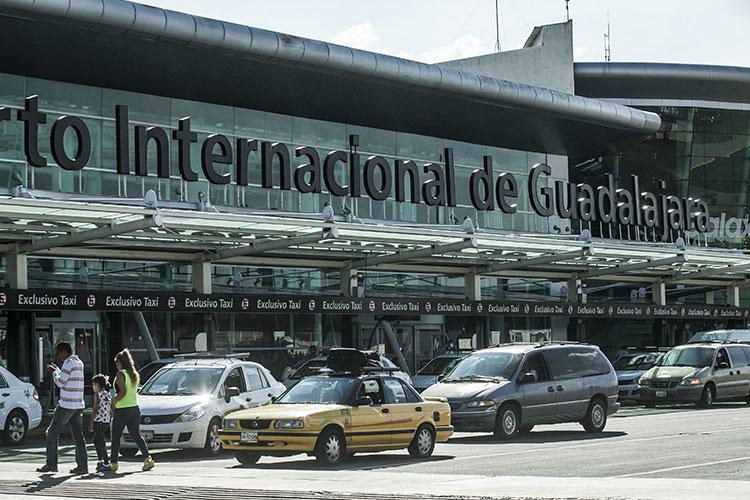 Detienen a pareja con cápsulas de clorhidrato de cocaína en aeropuerto