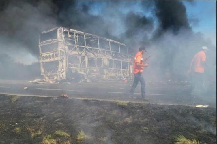 Aparatoso accidente deja muertos e incendio en Tamaulipas