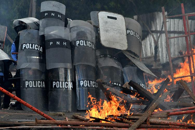 Honduras sigue sin presidente y al borde una crisis política