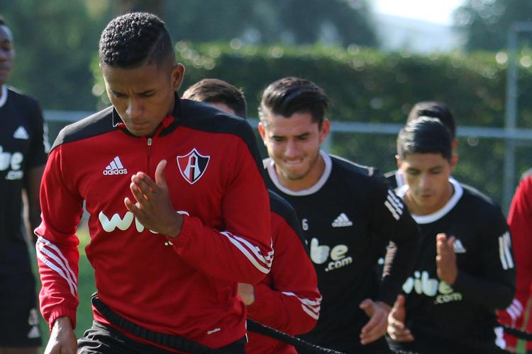 Ángelo Henríquez debutó con holgada victoria en Atlas