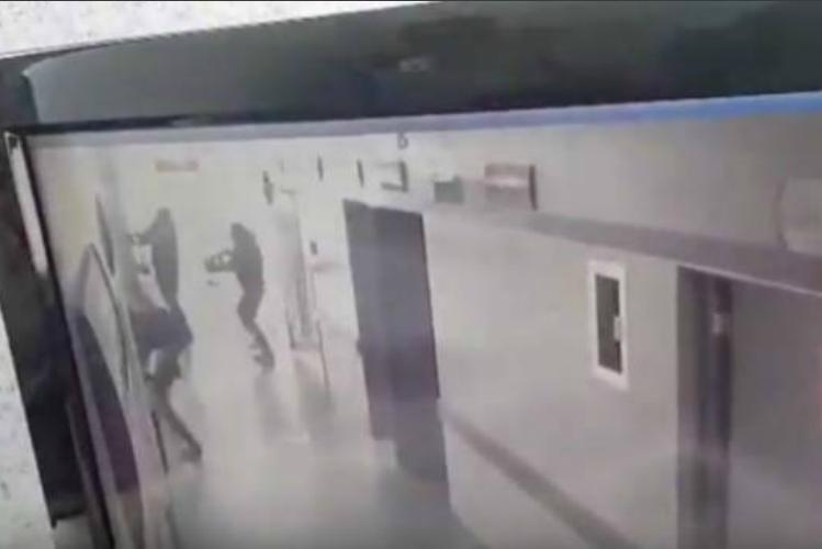 Grupo armado irrumpe en hospital y asesina a dos