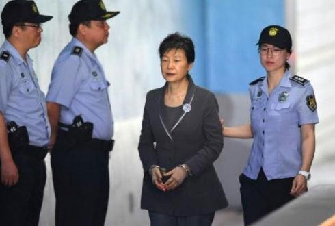 Fiscales surcoreanos piden 30 años de cárcel para expresidenta Park