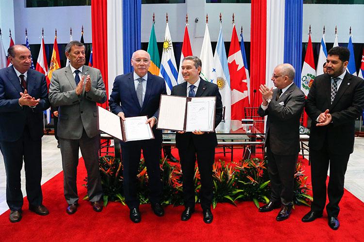 Cancilleres de Mercosur se reúnen en Asunción para negociar con Canadá