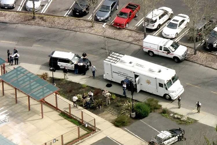 Tiroteo y toma de rehenes en una vivienda — California