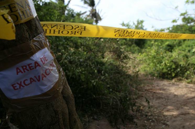 Hallan restos de al menos cuatro personas en fosa clandestina de Jalisco
