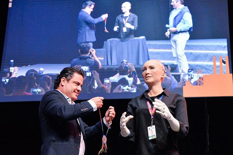 La robot Sophia recibe importante reconocimiento en Jalisco