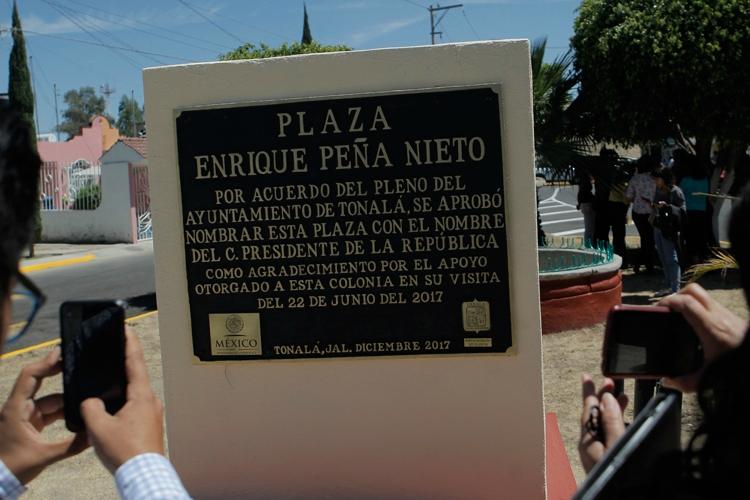 Inauguran plaza