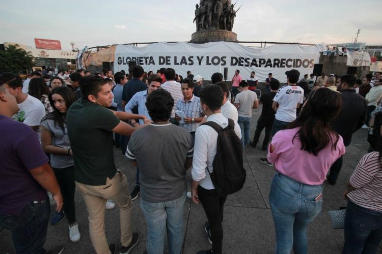 Senadores guardan minuto de silencio por estudiantes de Jalisco