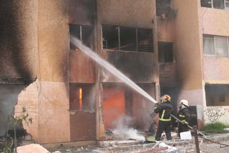 Incendio consume departamentos en Zapopan