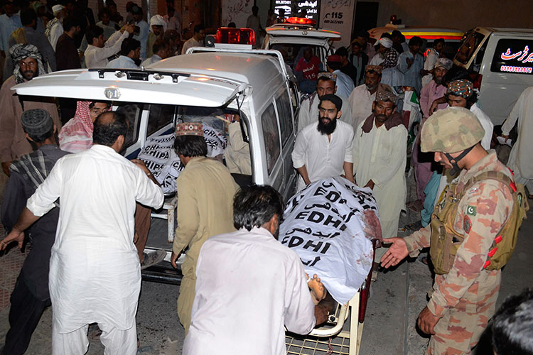 127 muertos por ataque suicida en medio de campaña electoral