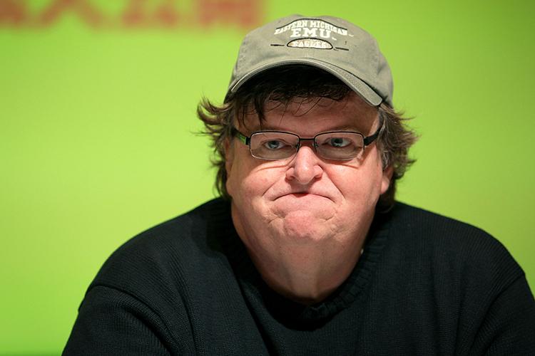 Michael Moore compara a Trump con Hitler en documental