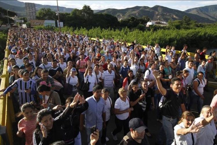 Éxodo de venezolanos se acelerará en 2019, según la ONU